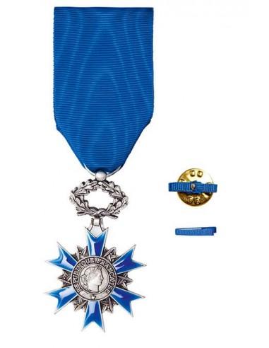 Croix de Chevalier de l'Ordre National du Mérite en bronze argenté. Fixe ruban hommes ou femmes en option.