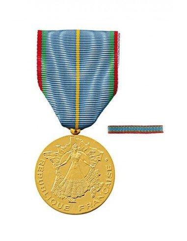 Médaille d'Honneur du Tourisme en bronze doré. Fixe ruban en option.