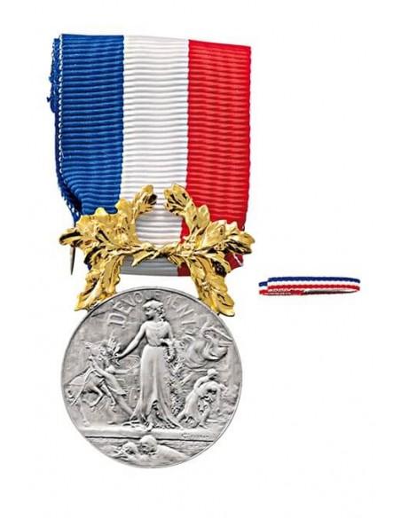 Médaille d'Honneur pour Actes de Courage et de Dévouement Argent en bronze argenté avec dorure. Fixe ruban en option.