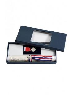 Fourreau pour médailles et diplômes - Dimensions : 31 x 1.5 x 4 cm (livré sous boite blanche)