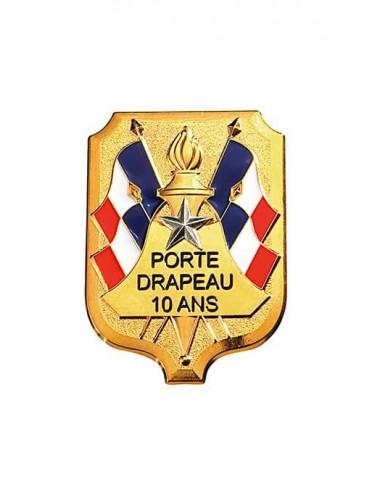 Insigne Porte Drapeau 10 ans grand modèle en bronze doré. Dimensions : 5.4 x 4 cm