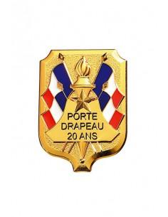 Insigne Porte Drapeau 20 ans grand modèle en bronze doré. Dimensions : 5.4 x 4 cm
