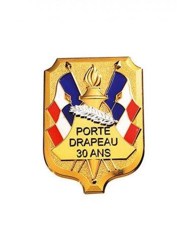 Insigne Porte Drapeau 30 ans grand modèle en bronze doré. Dimensions : 5.4 x 4 cm